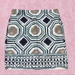 Pattern pencil skirt